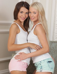 This is what all lesbians should look like so very hot!